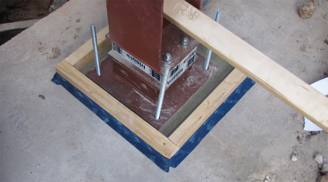 Insulá thermal breaks used to prevent cold bridging at a steel column