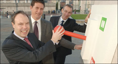 NI Energy Minister, Nigel Dodds, ROI Energy Minister, Eamon Ryan and EU Energy Commissioner, Andris Piebalgs, marking the successful completion of the Single Electricity Market.