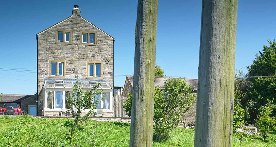 Radical retrofit transforms Pennines historic barn